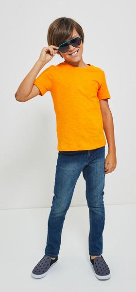 Basic Pocket Tee Denim & Sunglasses Outfit