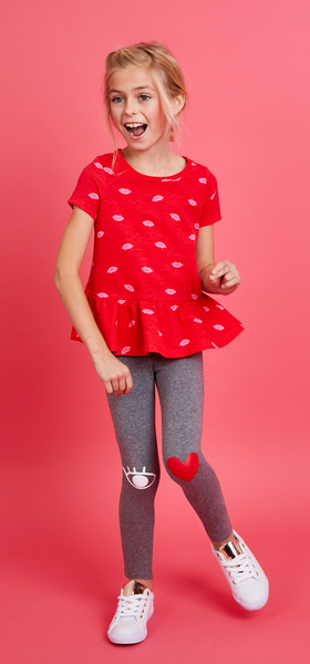Kiss Heart Graphic Outfit